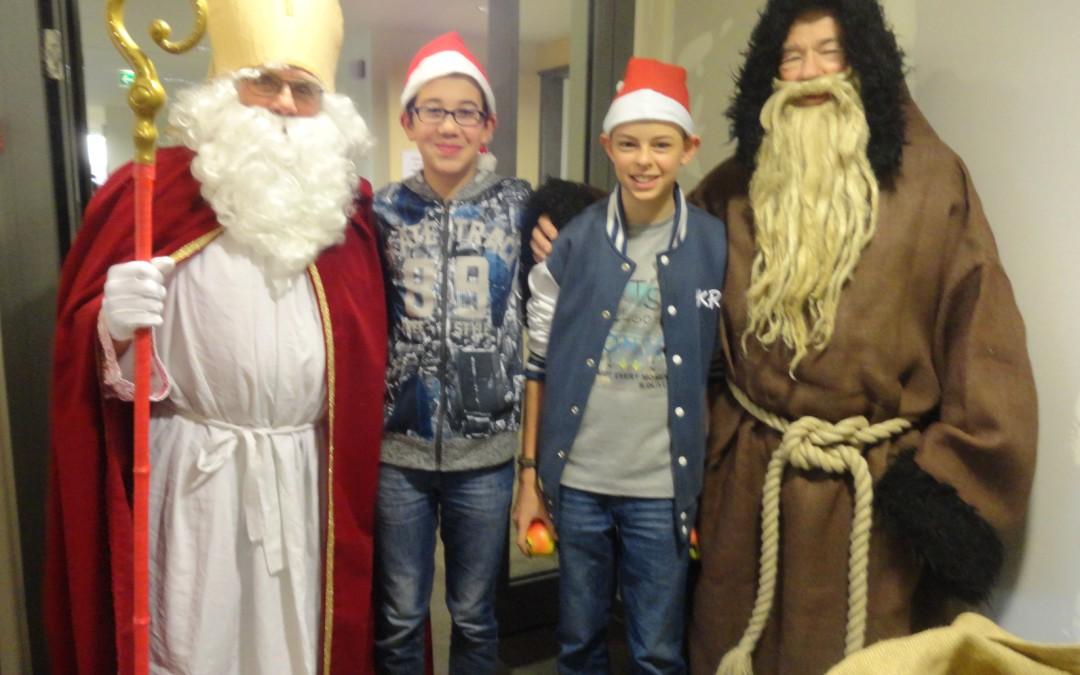 "Schüler der AG ""Jung trifft Alt"" helfen im Pflegeheim Marienhöhe"