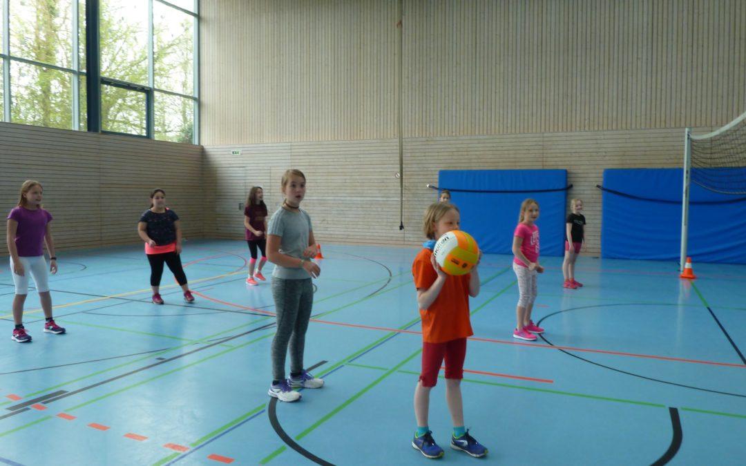 """Doppelsieg beim Mädchenturnier """"Ball über die Schnur"""""""
