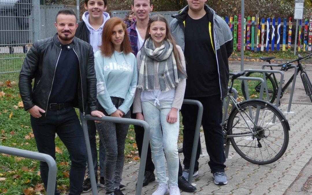 Unterstützung der SMV durch Förderverein trägt Früchte – neue Fahrradständer an der KKS