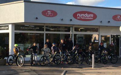"""""""rundum – der Fahrradladen"""" in Wasseralfingen unterstützt die Mountainbike-AG der Karl-Kessler-Schule"""